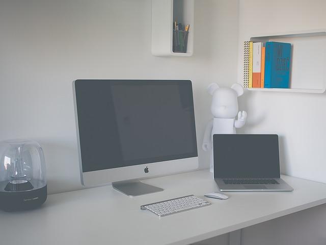 desk-1209319_640